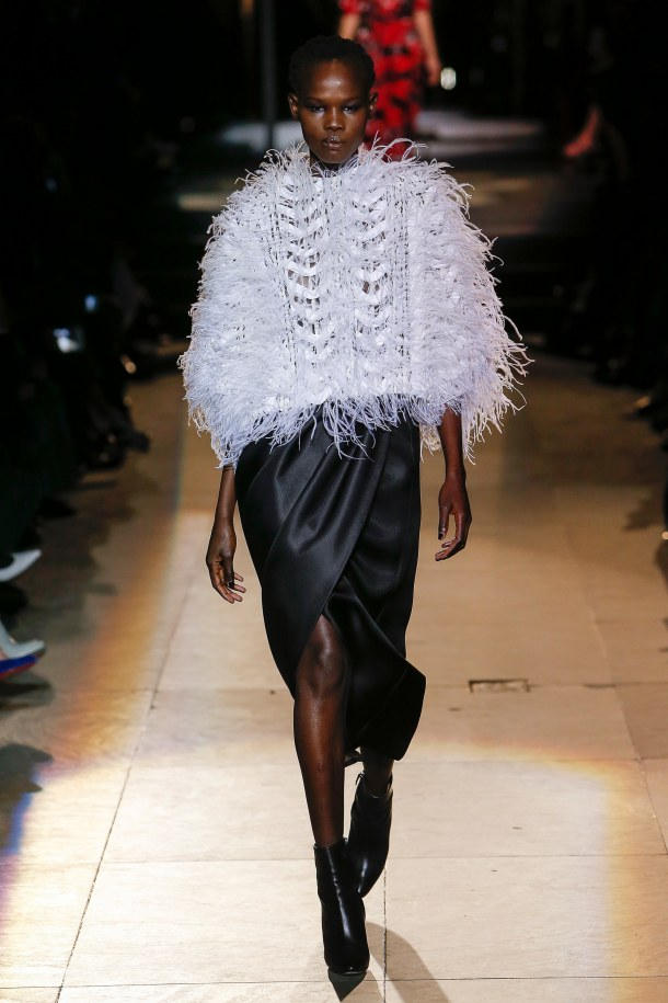 carolina herrera- fall 2018 ready to wear colelction- black and white outfits