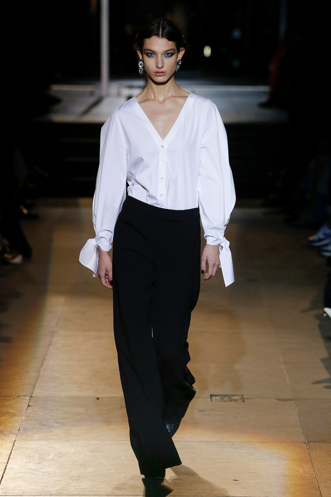 carolina herrera- fall 2018 ready to wear collection- how to style a white blouse
