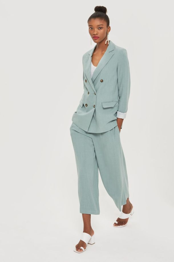 HOW TO STYLE A SUIT -topshop 2- how to style a linen suit.jpg